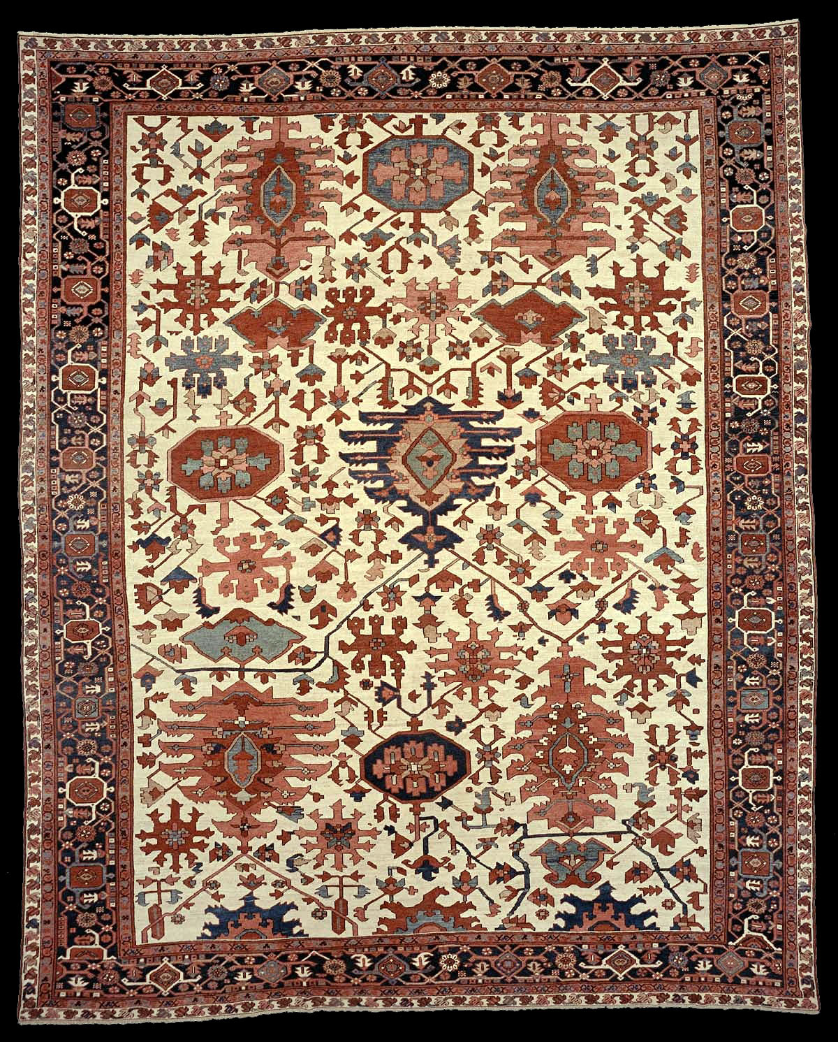 Antique Large Rug: Antique Serapi Carpet